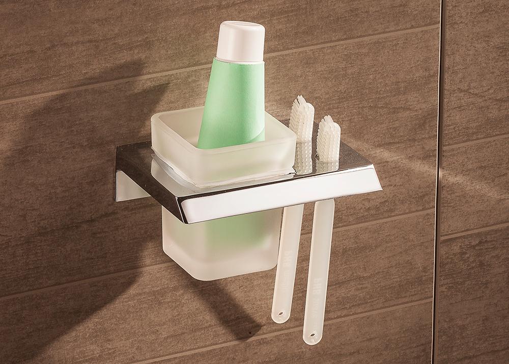 la limpieza profunda de los accesorios de baño es crucial